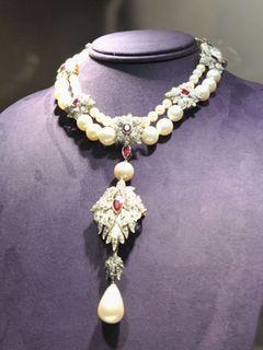 エリザベス・テイラーさんの真珠のネックレス、9億円で落札!史上最高額!