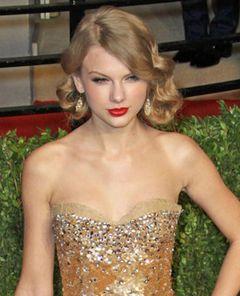 修正しすぎを指摘されたテイラー・スウィフトの化粧品広告 P&Gが自主回収