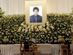 森田芳光監督の通夜、松山ケンイチ、役所広司、鈴木京香ら700人が参列 木枯らしの中でしめやかにお別れ