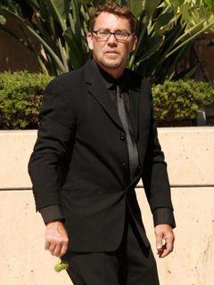 ライアン・オニールの息子グリフィンがドメスティック・バイオレンスで逮捕