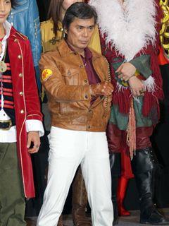 30年ぶりに復活した「宇宙刑事ギャバン」大葉健二、ゴーカイジャーに思いを託す「よろしく勇気!」