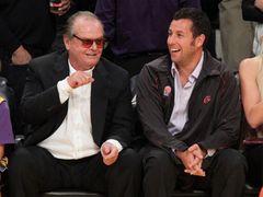 ジャック・ニコルソンとアダム・サンドラー、仲良くバスケ観戦!