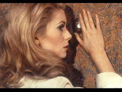 フランス映画界の生ける伝説、女優カトリーヌ・ドヌーヴとは?