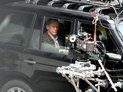 映画『007 スカイフォール』の公式ビジュアルが公開 ひげを生やしたボンドが銃を構える