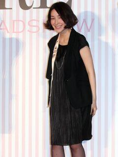 妊娠7か月の麻生久美子がドレス姿で登場!「今は無事に生まれてきてねと願っています」