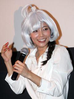 衝撃!相武紗季、宇宙人のヅラで登場!初めての母親役に「ドギマギ」