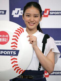 武井咲、好きな野球選手はゴメス!?「祈ると必ずホームランを打ってくれた」
