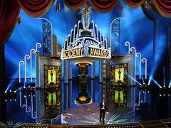 ビリー・クリスタル、8年ぶりの司会で開幕宣言!「破産状態になった劇場から中継」とジョークも