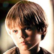 『スター・ウォーズ』アナキン役のジェイク・ロイド「学校生活は生き地獄」俳優の第一線から退いた理由はいじめ