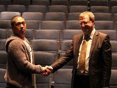 松本人志監督作、パリで映画の殿堂入り果たし、伝統あるシネマテーク・フランセーズを表敬訪問