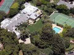 マドンナがビバリーヒルズの豪邸を22億円以上で売却