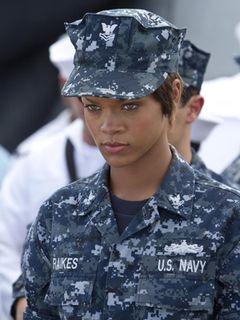 『バトルシップ』の役作りのためリアーナを訓練した元海軍将校が絶賛