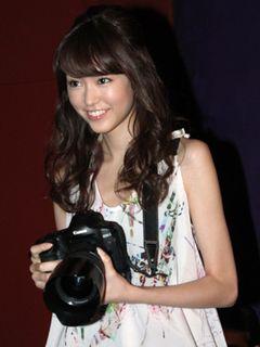 桐谷美玲カメラマン、コナンを激写!? プロ顔負けの仕切りぶりにコナンも笑顔