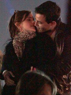 エマ・ワトソン、コーチェラ・フェスティバルで恋人と熱いキス