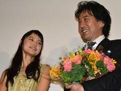 役所広司、紫綬褒章受章!宮崎あおいら女優陣からのお祝いに感無量!