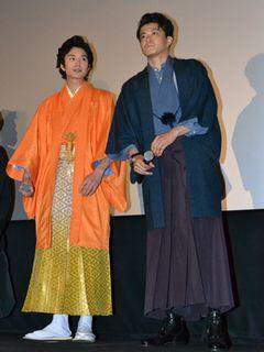 小栗旬&岡田将生、和服姿で登場!「呼吸困難になりそうなぐらいつらい撮影だった」