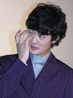 岡田将生、小栗旬の手紙に涙!「プライベートでも相談に乗ってくれる」