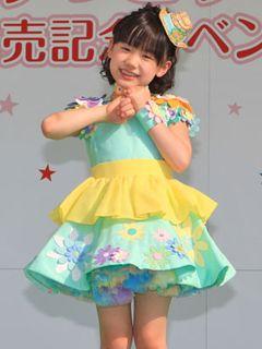 芦田愛菜イベントに2,000人のファン集合! 炎天下の中元気に指きりダンス披露!