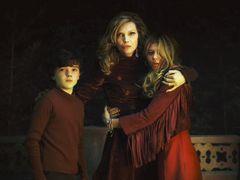 家族のきずながテーマ!ジョニデ最新作『ダーク・シャドウ』はティム・バートン監督の集大成!