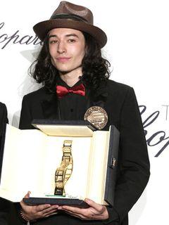 『少年は残酷な弓を射る』の美青年エズラ・ミラー、ショパール新人賞を受賞