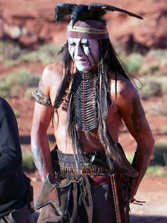 ジョニー・デップ、養子入り アメリカ先住民コマンチェ族の名誉家族として