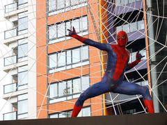 スパイダーマン六本木に降臨!約1,000名のファンが空を見上げる 世界最速ワールド・プレミア