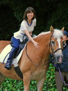AKB48大島優子、馬に乗って登場!落馬経験を声優業に生かしていた!?