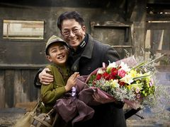水谷豊、笑顔でクランクアップ!『少年H』焼け野原の神戸 韓国で大規模撮影