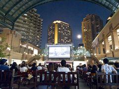 都会のド真ん中で映画を無料上映!屋外広場で『マンマ・ミーア!』など清涼感あふれる作品を計10日間!-恵比寿ガーデンプレイス