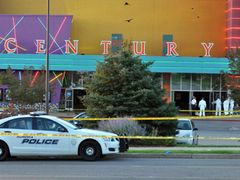 銃乱射事件受け、米ワーナー被害者への寄付を決定