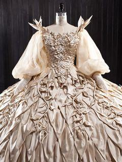 故・石岡瑛子さんが最後に手掛けたドレス!『白雪姫と鏡の女王』衣装展が開催