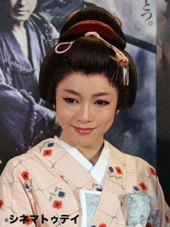 釈由美子、清楚な着物姿を披露!その魅力には共演陣もメロメロ?