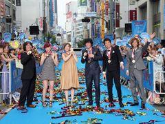 『海猿』が新宿ジャック! 伊藤英明、3,000名のファンの声援に感激!