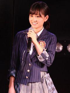 前田敦子、卒業公演の倍率は916倍!車であいさつしながら劇場入り