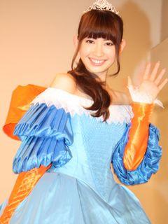 AKB小嶋陽菜、石岡瑛子さんの遺作ドレスを着用!華麗な白雪姫に!