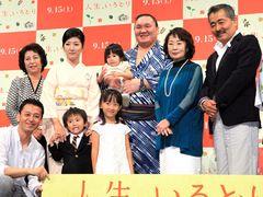 横綱・白鵬、一家そろって映画イベントに登場!子どもたちも将来は相撲取りに?