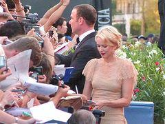 ベネチア国際映画祭開幕!ケイト・ハドソン、ナオミ・ワッツ登場で沿道のファン熱狂!