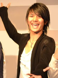 俳優・篠谷聖の逮捕、事務所が認める 強姦致傷容疑か AKB48藤江れいなとも共演