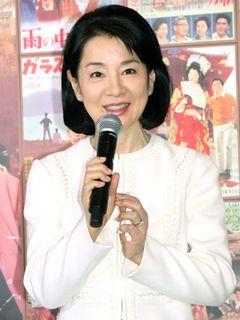 「吉永小百合展」開催に吉永本人は照れ!貴重な写真&着用した制服公開も!