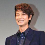 売れっ子・綾野剛、舞台あいさつを掛け持ち! それでも疲労の色は見せずに笑顔!