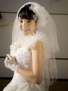 川島海荷、超キュート!18歳で人生初の純白ウエディングドレス姿を披露!