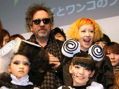 ティム・バートンと木村カエラのサプライズ登場に東京モード学園の学生が大熱狂!