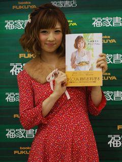 レシピ本出版の小倉優子、離乳食を「たくさん本を読んで」勉強中