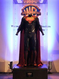 新スーパーマンは赤ブリーフなし!コスチュームが日本上陸!