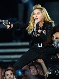 マドンナがファンにお説教 客席でたばこを吸ったらコンサートは中止すると宣言