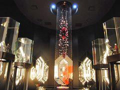 まるで「FF」「ドラクエ」の美術館!こだわりぬいたスクエニ公式ショップ&カフェがオープン!