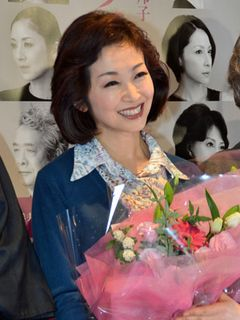 新婚の荻野目慶子、幸せいっぱい!稽古中にオノロケも