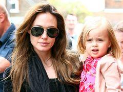 アンジェリーナ・ジョリーの4歳の娘、初の俳優業で週3,000ドル稼ぐ