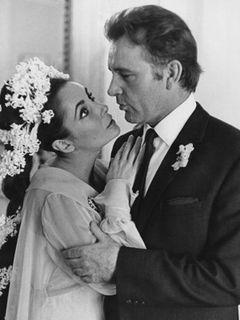 『バージニア・ウルフなんかこわくない』の故リチャード・バートンがハリウッド殿堂入り、故エリザベス・テイラーの横に名が刻まれる!