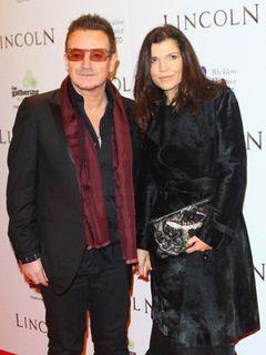 U2ボノの妻がろっ骨骨折…ヘリで病院に搬送